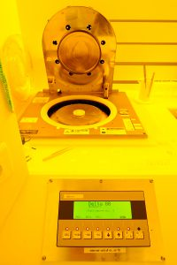 cleanroom uniform resist coater at low spin speeds amsterdam nanocenter